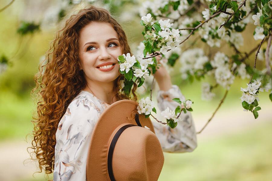 Prendre soins de ses cheveux au printemps : pourquoi et comment faire ?